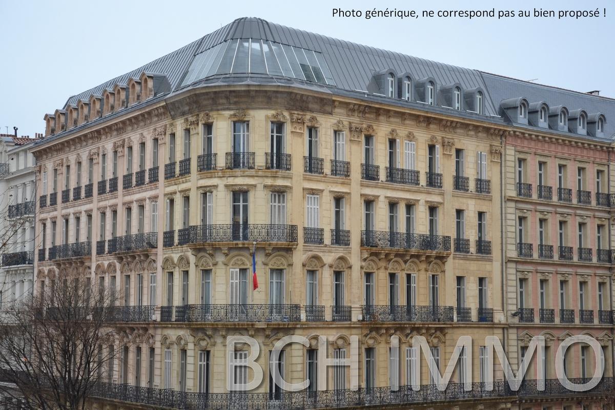 Vente immeuble de bureaux lumineux situés sur la Canebière à Marseille 13001