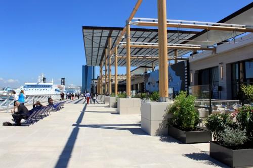 L'agence BCH IMMO, spécialisée en commerce à Marseille, vous propose la vente de ce droit au bail situé au coeur de la Joliette, secteur Euroméditerranée, face aux docks et des Terrasses du Port à Marseille, 13002